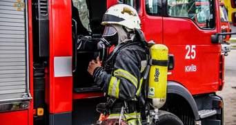 В киевской многоэтажке произошел пожар: во время зарядки загорелся электросамокат – видео