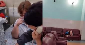 Посеред ночі жінку з 2 дітьми виганяли з залу очікування: скандал в Укрзалізниці