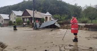 Розміром із м'яч для гольфу: сусідню Словаччину під час урагану засипало градом