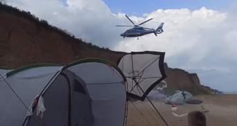 Приватний вертоліт зніс кемпінг під Одесою: майже влетів у людей – відео