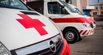 Вся нога в крові: чоловік упав на ніж у торговому центрі в Дніпрі