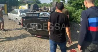 Позашляховик перекинуся та майже влетів у цистерну в Одесі: відео