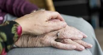 В Італії українка жорстоко побила бабусю, за якою доглядала: її затримали