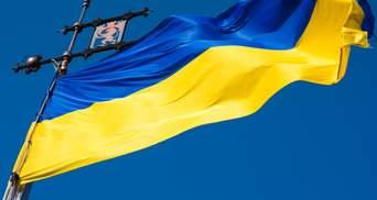 Розірвав і потоптав ногами: на Волині 19-річний хлопець понівечив прапор України
