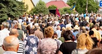 Перехожі ставали на коліна: під Тернополем попрощались із загиблим на Донбасі воїном