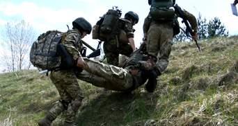 Окупанти поранили двох військових, один боєць у важкому стані