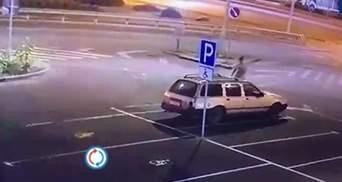 Викрав авто й заснув на задньому сидінні: у Києві затримали п'яного 20-річного злодія