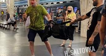 Потому что мешал рюкзак: в Харькове в метро мужчина побил пассажира – видео