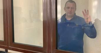 Не хватает кислорода, а из унитаза вылезают крысы: ФСБ жестоко пытает украинского журналиста
