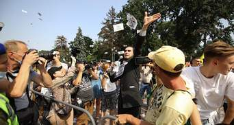 В Киеве под Верховной Радой произошло столкновение: фото и видео