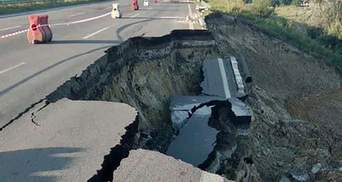 На трассе Киев – Одесса обвалилась дорога: фото