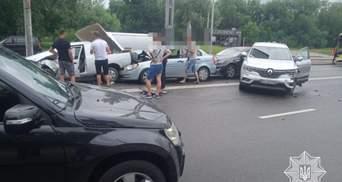 Масштабное ДТП во Львове: столкнулись сразу 6 автомобилей – фото