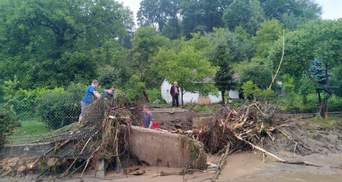 Затоплені будинки, дороги та зірвані дахи: у Польщі вирувала сильна буря – фото, відео