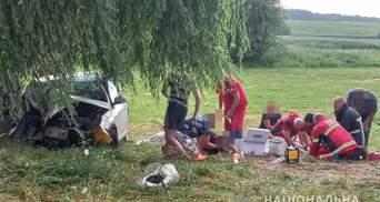 Не доїхали додому 400 метрів: подробиці моторошної ДТП із 12 людьми в авто