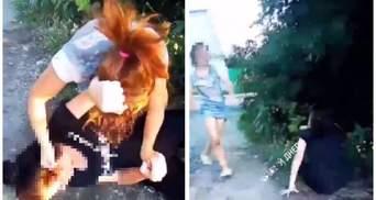 Не поділили хлопця: у Дніпрі дівчата влаштували жорстоку бійку – відео 18+