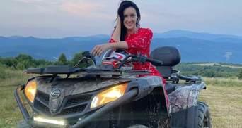 Соломия Витвицкая покаталась на квадроцикле: роскошные фото из Карпат