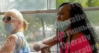 Не розуміла українську, але російські мати згадала: у Києві з трамвая вигнали іноземку