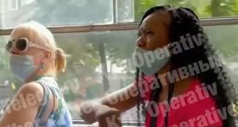 Не понимала украинский, но российские маты вспомнила: в Киеве из трамвая выгнали иностранку