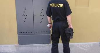 У Празі чоловік переодягався у поліцейського, щоб не платити за проїзд: він сам себе виказав