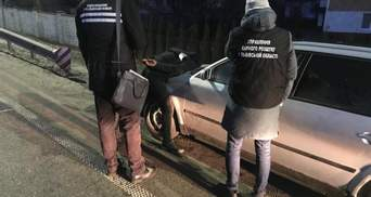 Выбрасывали жертв на обочине: на Львовщине поймали банду, которая грабила заробитчан – фото