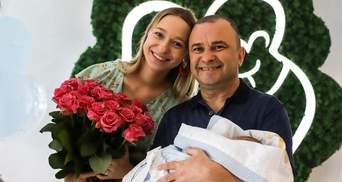Вставляю беруши, – Виктор Павлик признался, помогает ли жене с сыном