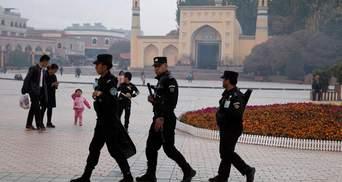 """Електричні стільці і тигрові крісла: як уйгурів жорстоко катують у """"тюрмах для перевиховання"""""""