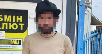 В Киеве иностранец пытался ограбить обменник: избил женщину-кассира