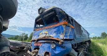 На Закарпатті потяг врізався у вантажівку: моторошні фото