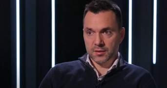 """Пускают нам кровь, чтобы переговоры шли """"интереснее"""", – Арестович о перемирии на Донбассе"""