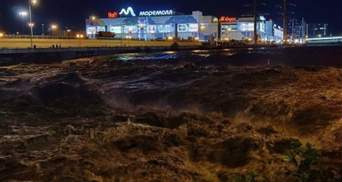 Машини поплили, лунали сирени: російське Сочі вдруге за місяць пішло під воду – відео, фото
