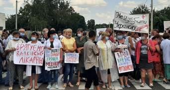 На Харьковщине медики перекрывали международную трассу из-за зарплатных долгов: фото