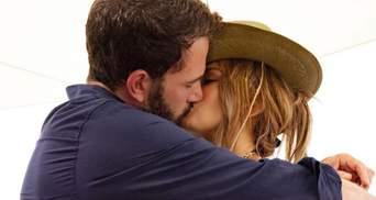 Дженнифер Лопес подтвердила воссоединение с Беном Аффлеком: фото пылкого поцелуя