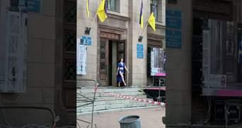 Лучшего места не нашлось: в Николаеве показ мод устроили в городском совете – видео
