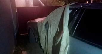 На Буковині водій збив 2 людей та втік: 23-річний хлопець помер на місці