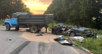 Обгонял грузовик: в Винницкой области в ДТП погибли отец и сын
