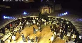 У клубі в Дніпрі побили до безтями людей: охорона не втручалась – відео