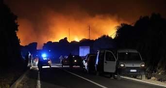 Сардинию охватили масштабные лесные пожары: сотни людей эвакуировали – фото, видео