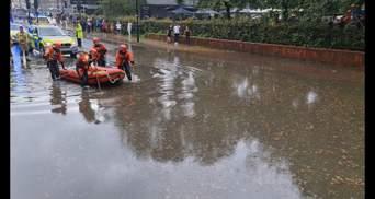 Непогода бушует в мире:от наводнений в Великобритании до разрушительных пожаров в Италии – видео