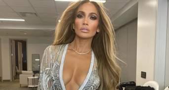 Нежная, гладкая, молодая: 9 секретов идеальной кожи 52-летней Дженнифер Лопес