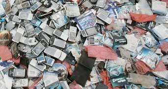 Що у жодному разі не можна робити зі старими телефонами