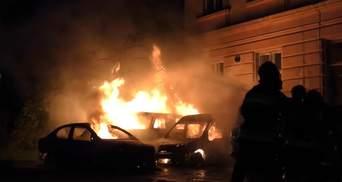 Вогонь знищив три автомобілі: пожежа біля Медуніверситету у Львові – відео