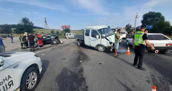 В результате столкновения 3 авто на Львовщине пострадал 3-летний ребенок
