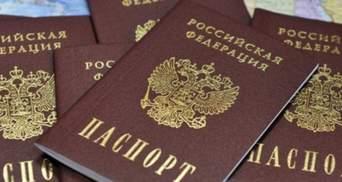 """Погрожують """"бесідами"""" в МДБ: окупанти на Донбасі змушують людей отримувати паспорти Росії"""
