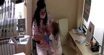 Стоматологу из Ровно, которая била детей, аннулировали лицензию