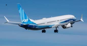 На борту 165 людей: в окупованому Сімферополі екстрено сів літак