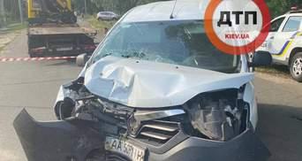 В Киевской области пьяный водитель врезался в столб и оставил без света десятки домов