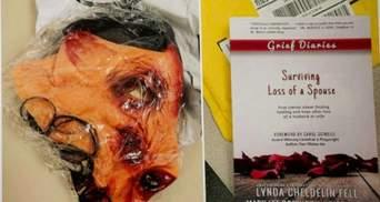 Посылал похоронные венки и живых тараканов: эксработника eBay посадили за решетку