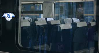 На Полтавщині вантажівка врізалася у потяг: 6 рейсів затримують, чергова на станції постраждала