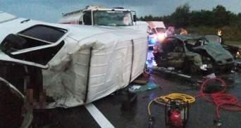 На Дніпропетровщині зіткнулися 4 автівки: є жертви