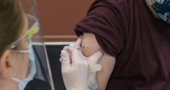 Обов'язкова вакцинація медиків: в Угорщині посилюють боротьбу з COVID-19
